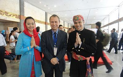 Glassman with two Indonesian postal officials (Courtesy Les Glassman)