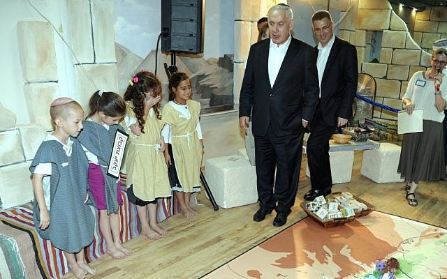 Prime Minister Benjamin Netanyahu and Education Minister Gideon Saar in Efrat's Aseh Hayil school (photo credit: Moshe Milner/GPO)