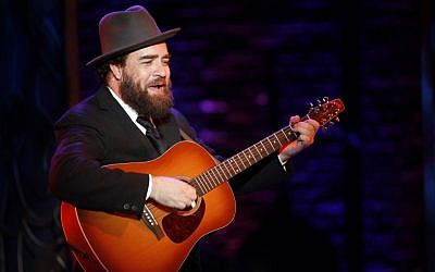 Eric Anderson portrays Shlomo Carlebach in the new off-Broadway musical 'Soul Doctor' about the rabbi's life. (photo credit: Carol Rosegg/JTA)