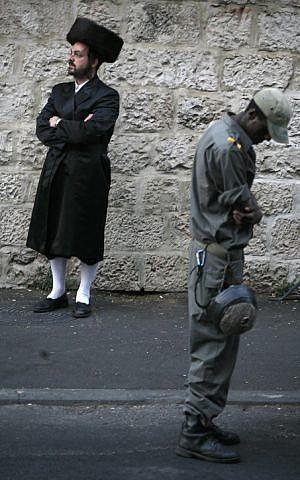 A Border Policeman and an ultra-Orthodox man in Jerusalem on Shabbat (Photo credit: Miriam Alster/ Flash 90)