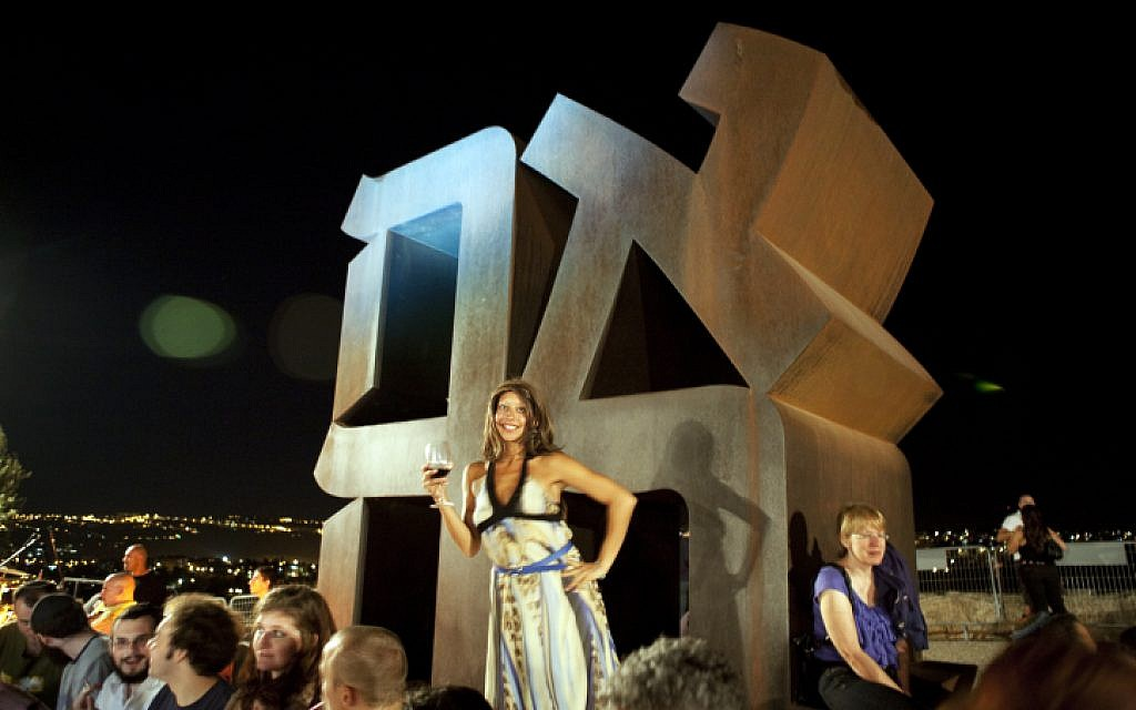 Israelis celebrate Tu b'Av at the Israel Museum in Jerusalem (photo credit: Matanya Tausig/Flash90)