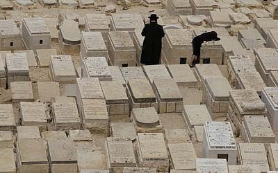 An ultra-Orthodox couple at a cemetery (illustrative photo credit: Nati Shohat/Flash90)