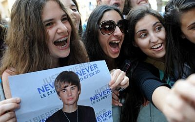 Israeli fans of Justin Bieber line up outside his hotel in the hopes of catching a glimpse of the teen pop idol during his previous trip to Israel in 2011 (photo credit: Gili Yaari/Flash 90)