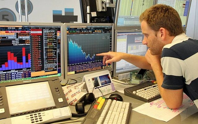 An investor checks out the action on the Tel Aviv Stock Exchange (Photo credit: Meir Partush/FLASH90)
