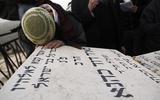 Followers of the late Rabbi Meir Kahane, founder of the Jewish Defense League pray at his grave at the Givat Shaul cemetery in Jerusalem (photo by: Uri Lenz/Flash90)