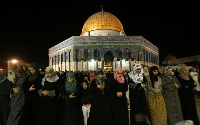 Muslim women pray near Al-Aqsa mosque, August 8 (photo credit:  Mahfouz Abu Turk/FLASH90)