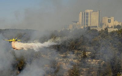 Helicopter battling a forest fire near Moshav Even Sapir in August 2012. (photo credit: Yoav Ari Dudkevitch/Flash90)