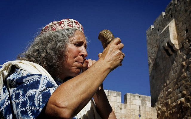 A woman blowing shofar at the start of Elul (photo credit: Miriam Alster/Flash 90)