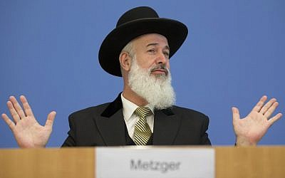 Yona Metzger speaks to the media in Berlin, August 21 (photo credit: Markus Schreiber/AP)