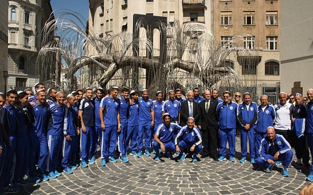 Israel's soccer team at the Holocaust memorial at the Dohany Synagogue in Budapest, August 14 (photo credit: courtesy of the Israel Football Association)