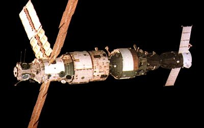 The Soviet Mir space station in 1987 (photo credit: CC BY Wikipedia)
