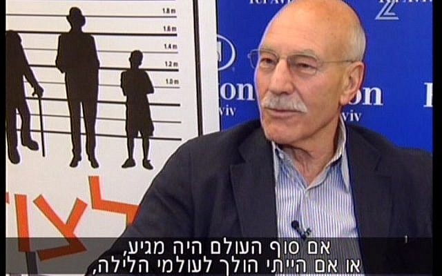Patrick Stewart speaks to reporters in Tel Aviv on Thursday, Aug. 9 (image capture: Channel 2)
