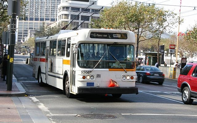 A San Francisco bus. (CC-BY-SA Jeff Muceus, Wikimedia Commons)