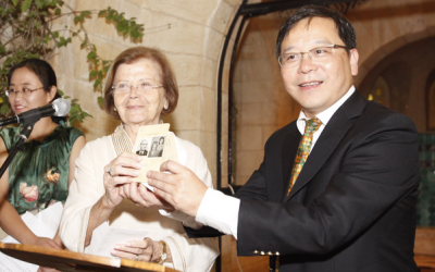 Nina Admoni (center) donating her Shanghai ID card to the Shanghai Jewish Refugees Museum during a ceremony in Jerusalem (photo credit: Flash90)