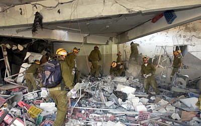 IDF rescue workers at the wreckage of the Taba Hilton hotel, October 8, 2004 (photo credit: IDF/ Flash90)