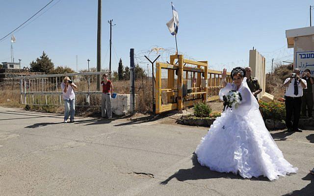 A bride crossing the Israel-Syria border (photo credit: Hamad Almakt/Flash90)
