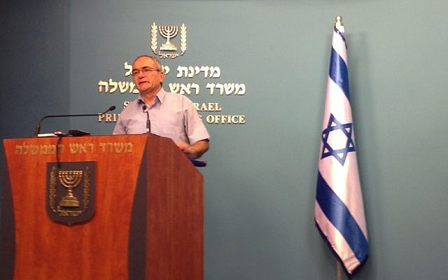 Yossi Kuperwasser briefing journalists at the Prime Minister's Office in Jerusalem (photo credit: Raphael Ahren/Times of Israel)