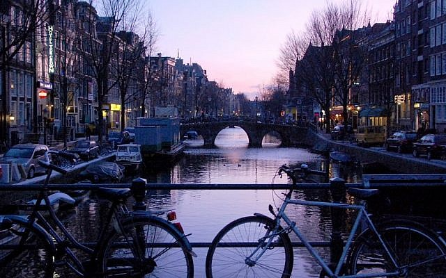 A canal in Amsterdam (Rachael Cerrotti/Flash90)
