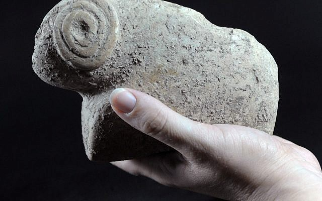 Two Stone Age animal figurines were found outside Jerusalem. Archaeologists say they are 9,500 years old (photo credit: Yael Yolovitch/Israel Antiquities Authority)