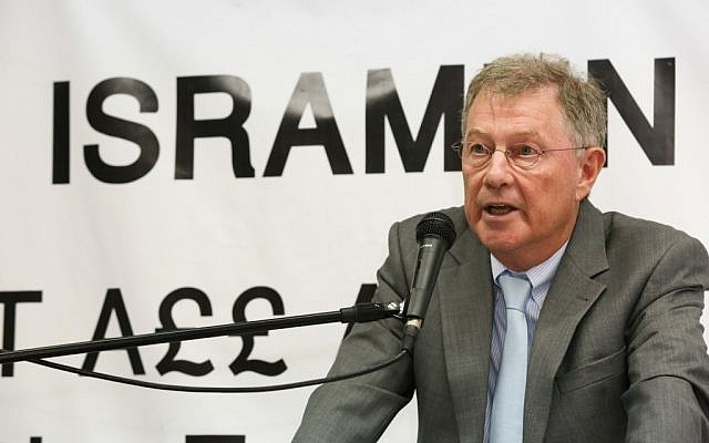 Robert Serry speaks at the ISRAMUN 2012 conference, August 20, 2012. (photo credit: courtesy/Ronen Topelberg)