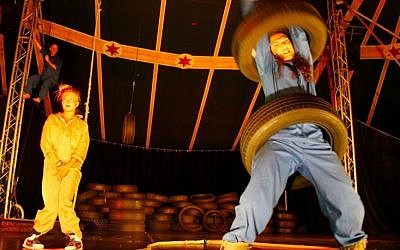 "Sansiel, ""The Tire Shop"" at the Bat Yam International Street-Theater Festival (photo credit: publicity/Ariel Hoffman)"