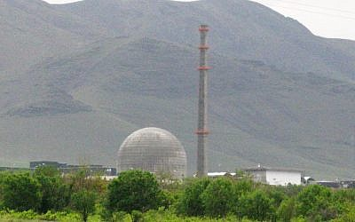 The Iranian facility near Arak, which may begin separating plutonium in late 2013 (Photo credit: Wikimedia Commons)