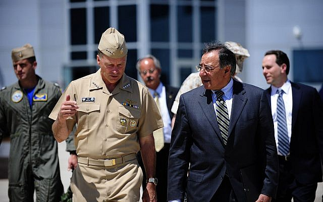 Admiral Winnefeld, left, a former F-14 Navy fighter pilot, with Secretary of Defense Panetta in 2011 (Photo credit: Wikimedia Commons)