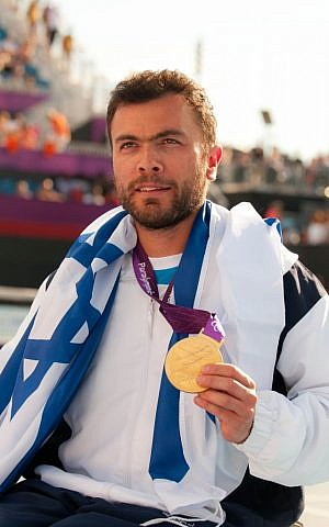 Noam Gershony with the gold medal at London (photo credit: Razi Livnat/courtesy ISAP)