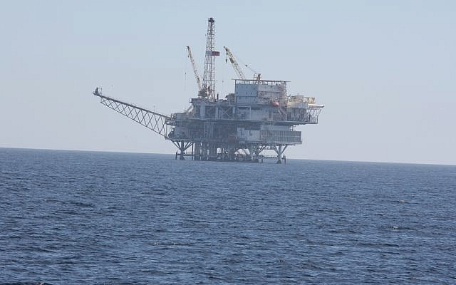 An offshore drilling rig. (illustrative photo: CC BY-SA Ken Lund, Flickr)