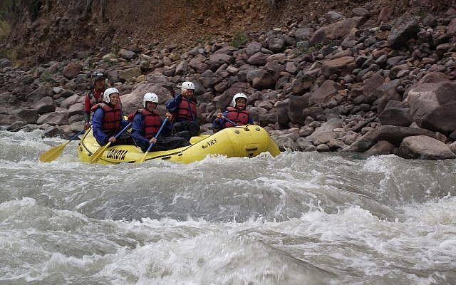 Rafting in Peru (photo credit: CC BY-SA/jon.roberts)