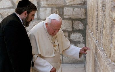 Rabbi Michael Melchior with Pope John Paul II at the Western Wall on March 26, 2000 (photo credit: Jerome Delay/AP)
