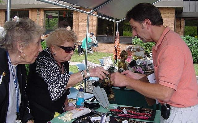 Volunteers in 2008 at the Homecrest House in Silver Spring, Md., one of B'nai B'rith International's network of independent living facilities for senior adults. B'nai B'rith has had its pension program taken over by the federal government. (B'nai B'rith International via JTA)