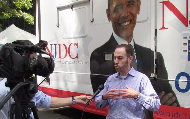 David Harris, the president of the National Jewish Democratic Council, speaking to a British journalist outside the NJDC bus in Charlotte N.C., Sept. 3 (photo credit: Ron Kampeas/JTA)