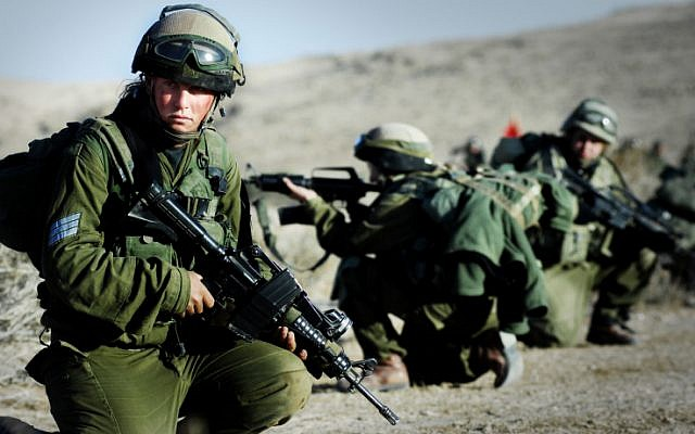 File: The Caracal Battalion, which is made up of male and female combat soldiers fighting side by side, during a training session in November 2007. (Yoni Markovitzki/IDF Spokesperson/Flash90)