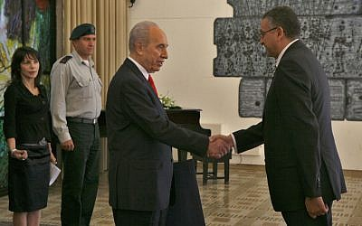 President Shimon Peres attends a ceremony welcoming Egypt's former ambassador to Israel, Yasser Reda in 2008 (photo credit: Michal Fattal/Flash90)