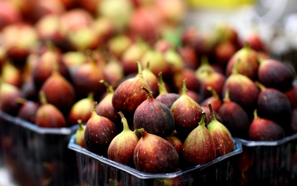 Figs for sale at a stand in the Mahane Yehuda Market in Jerusalem (photo credit: Abir Sultan/Flash90)
