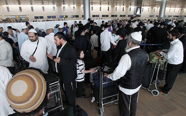 Pilgrims at Ben Gurion International Airport preparing to travel to Rabbi Nachman of Bratslav's burial site in Ukraine, September 2011 (photo credit: Meir Partush/Flash90)