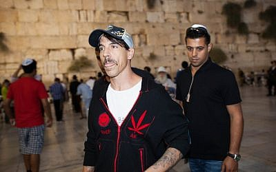 Band member Anthony Kiedis visiting the Western Wall Sunday night. (photo credit: Yonatan Sindel/Flash90)