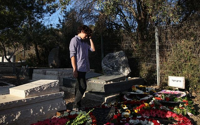 A mourner at Haim Hefer's grave on Wednesday. (photo credit: Avishag Shaar-Yashuv/Flash90)