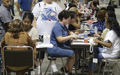 People apply for food stamps in Orlando, Florida, October 2004. (photo credit: CC BY-SA Federal Emergency Management Agency, by Michael Rieger, Wikimedia Commons)