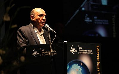 Opposition head Shaul Mofaz speaks at the Interdisciplinary Center in Herzliya on Monday, Sept. 10 (photo credit: courtesy ICT/Oren Shalev)