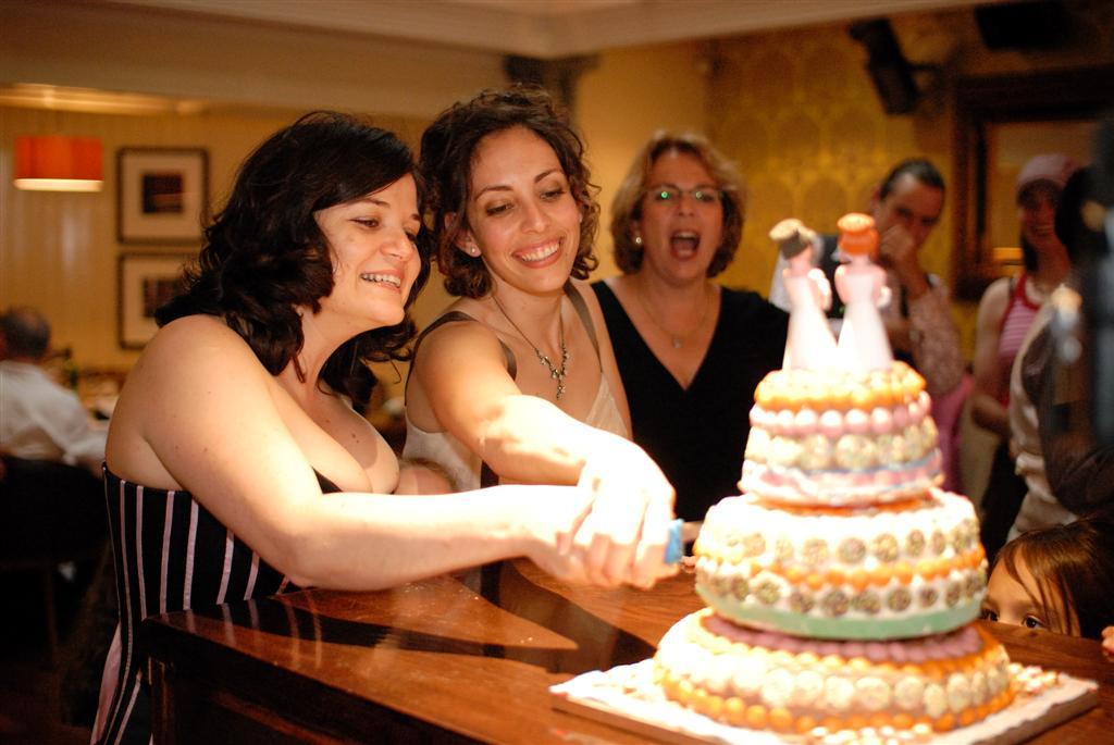 Cutting the cake. Yael Biran (left) and Tal Yakobovitch. (photo credit: courtesy)