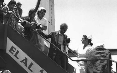 A plane arriving at Lod Airport carrying Jewish immigrants from Iraq and Kurdistan via Tehran, May 1951. (GPO)