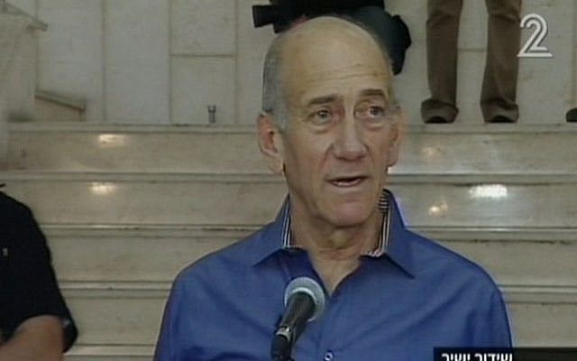 Ehud Olmert speaking to reporters after the hearing. (Screenshot/ Channel 2)