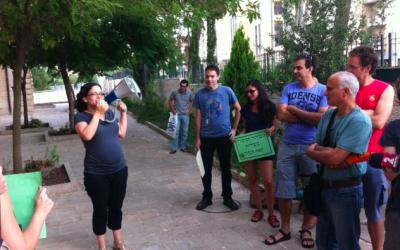 Speaking to the crowds (Courtesy Rachel Azaria)