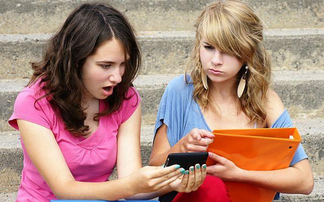 (illustrative sexting image via Shutterstock)