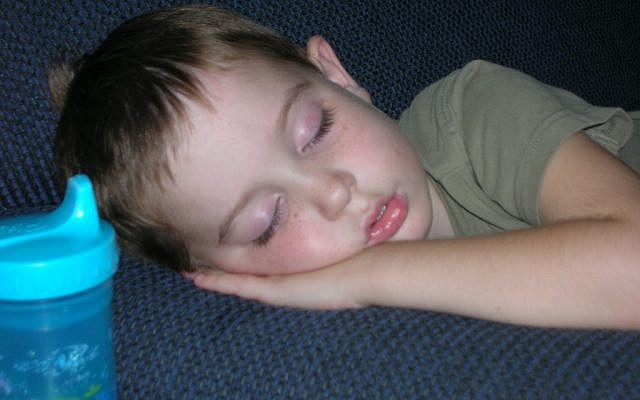 Illustrative: A sleeping child (CC BY-SA 3.0 by Stokedsk8erboy, Wikimedia Commons)