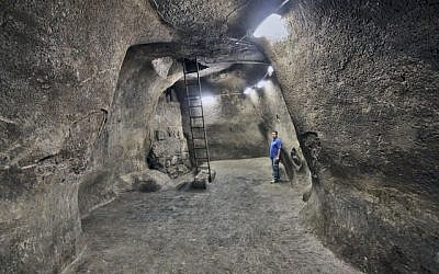 A public water cistern found adjacent to the Temple Mount in Jerusalem sheds new light on the city's water supply more than 2,500 years ago (photo credit: Courtesy of the Israel Antiquities Authority/Vladimir Naykhin)
