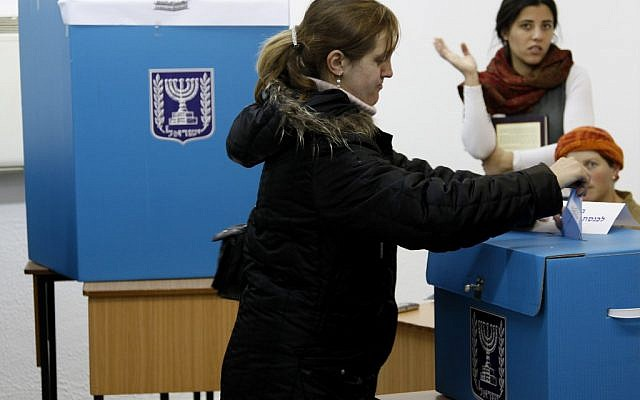 An Israeli women casting her vote at a Jerusalem polling station in  the February 2009 general elections. (photo credit: Daniel Dreifuss/Flash90).