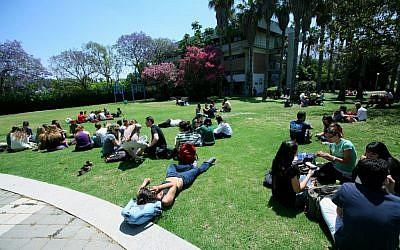 Israeli college students (photo credit: Moshe Shai/Flash90)